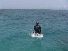 スキンダイビングでどこまで水面から飛び出せるのかと遊んでいることろ
